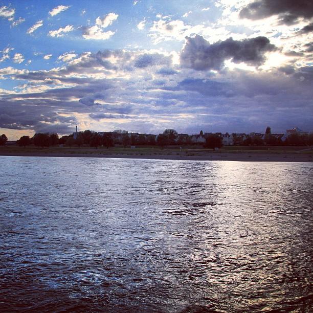 Instagram Foto - Mal ein Bild aus dem Archiv #Düsseldorf #Rhein #Sonnenuntergang 2012