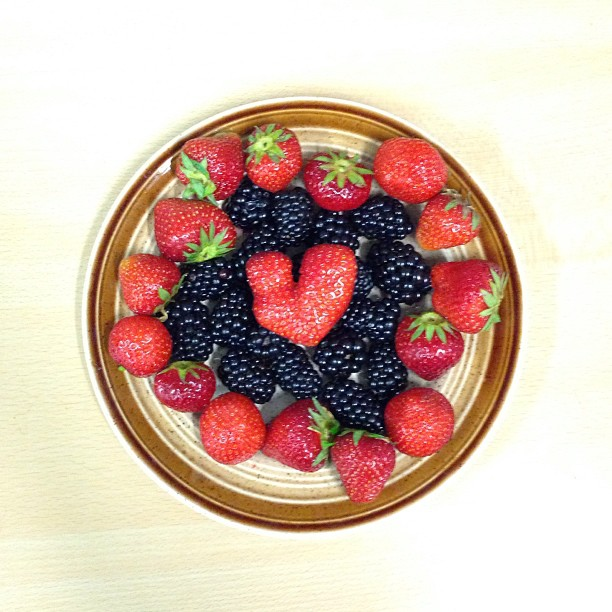 Instagram Foto - Ist das Kunst oder doch nur mein essen? #Herz #Erdbeeren #Brombeeren